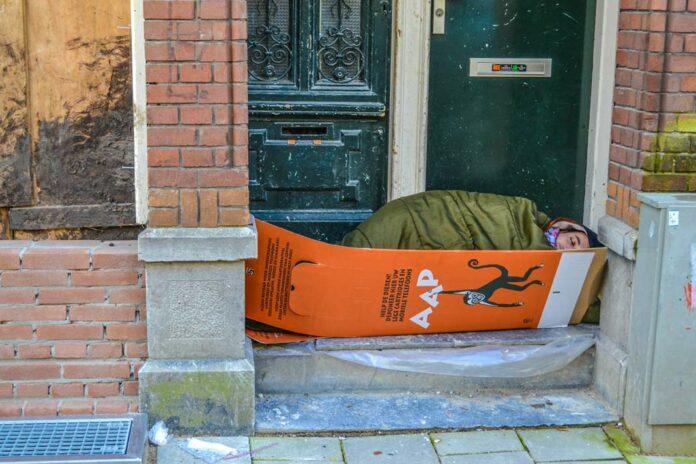 buiten slapen Amsterdaml Z! daklozen krant Amsterdam